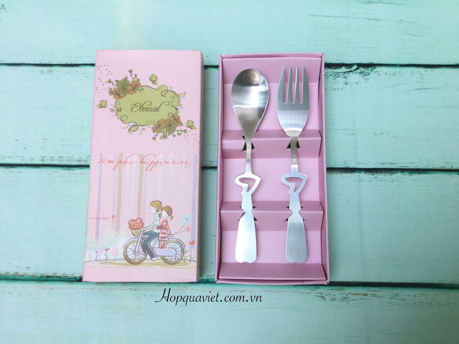 Hộp thìa & nĩa màu hồng
